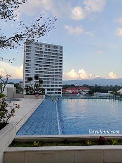 Kolam renang Crowne Plaza Bandung