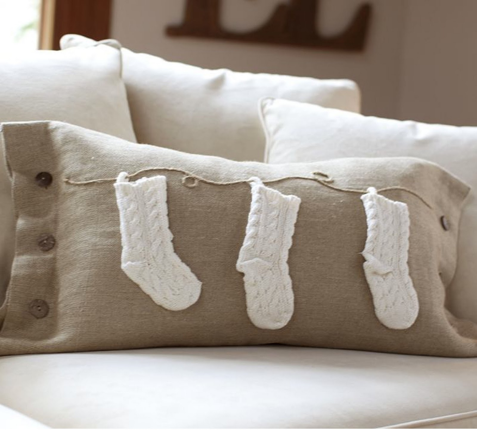Pottery Barn Pillows: The Little Green Bean: Pottery Barn Pillow Knock Off