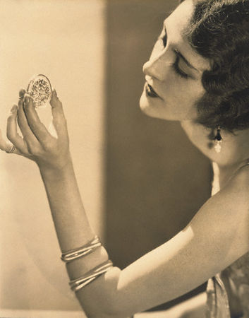 Kendall Lee Cartier Earrings, Edward Steichen. Fotografía | Photography