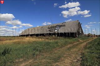 Грушевка. Ляховичский район. Гумно с поломанной крышей