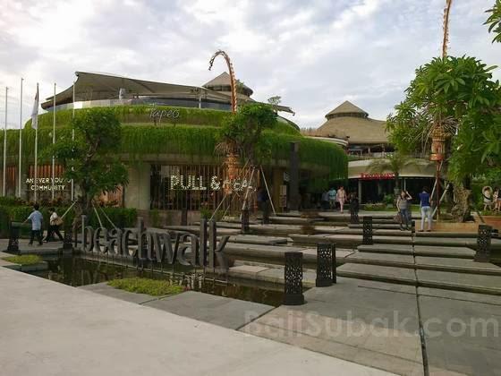 Beachwalk Mall in Kuta Beach
