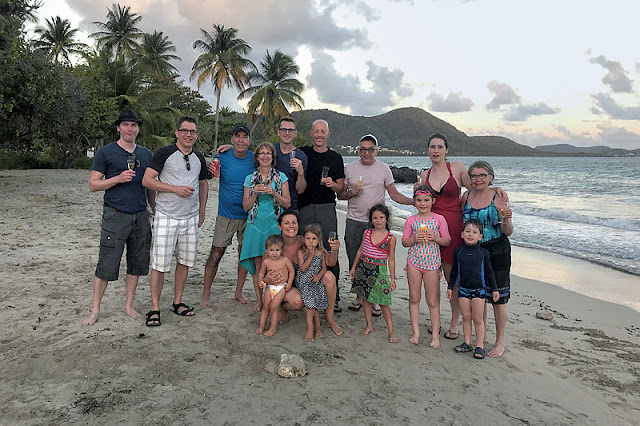 Notre groupe sur la plage pour l'apéro