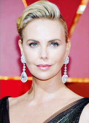 Charlize Theron and her drop earrings.