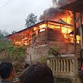 Si Jago Merah Kembali Beraksi, Personil Polsek Alla Polres Enrekang Turut Serta  Bantu Padamkan Kebakaran