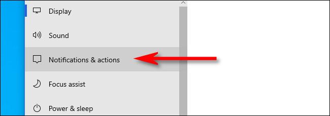 """في إعدادات Windows ، انقر على """"الإخطارات والإجراءات""""."""