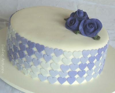 Bolo degradê de coração em pasta americana - Ombre heart cake