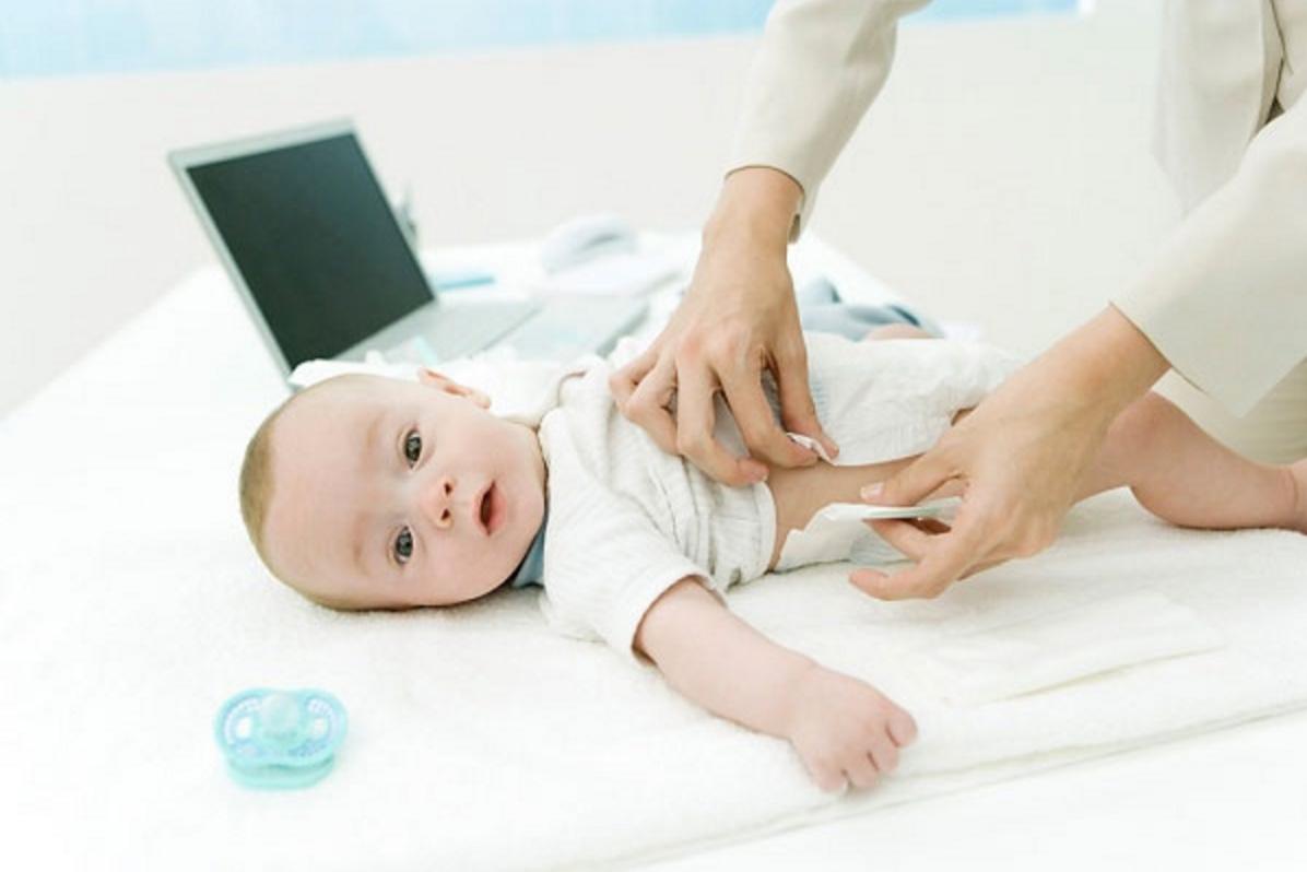 Chia sẻ kinh nghiệm chăm sóc trẻ sơ sinh vào mùa hè các Mẹ nên biết