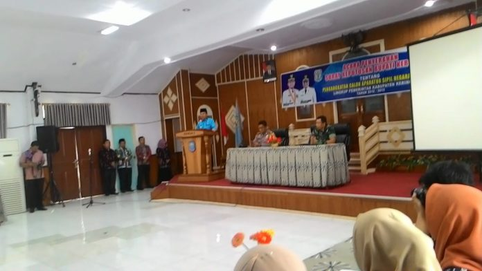 Bupati Kerinci Adirozal Serahkan SK 197 CASN