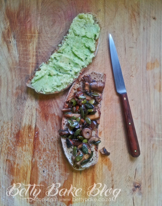 crispy rye with avo and mushrooms, avo on toast, mushrooms and pumpkin seeds on rye, healthy toast, betty bake, SA food blog, food blog,