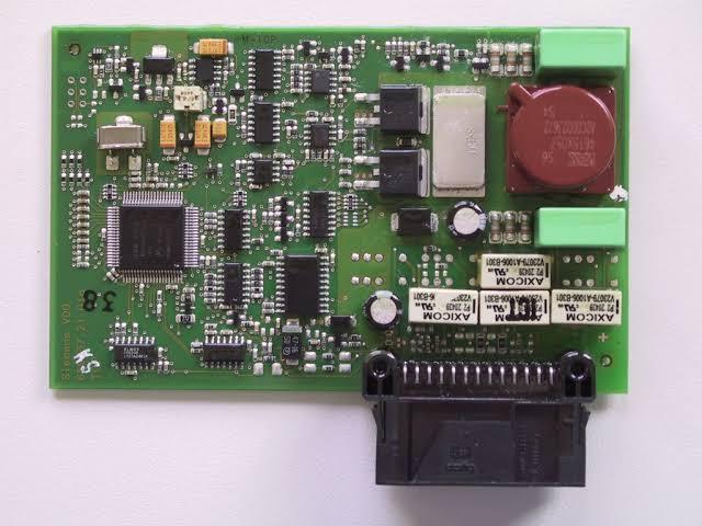A plicture representing internal circuits of engine control module ecm