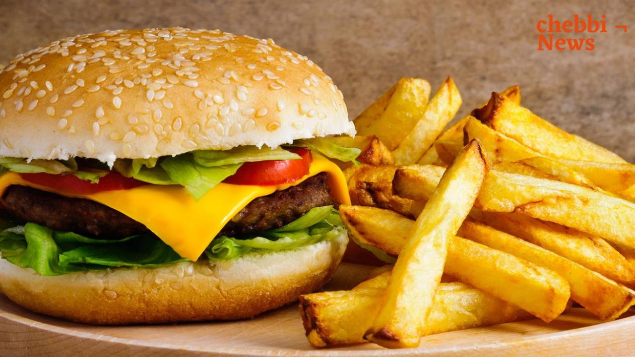 ماذا يحدث لأجسامنا عندما نأكل وجبة سريعة يوميا؟