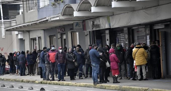 Chile inicia retiro del 10 % fondo de pensiones: pueden salir hasta US$20.000 millones