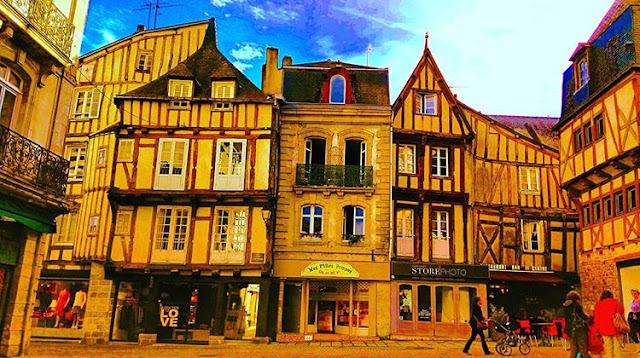Amazing and Beautiful Wooden Houses in Vannes I Brittany I Travelling Hopper I