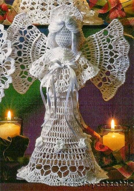 Angel tejido con ganchillo para decoración