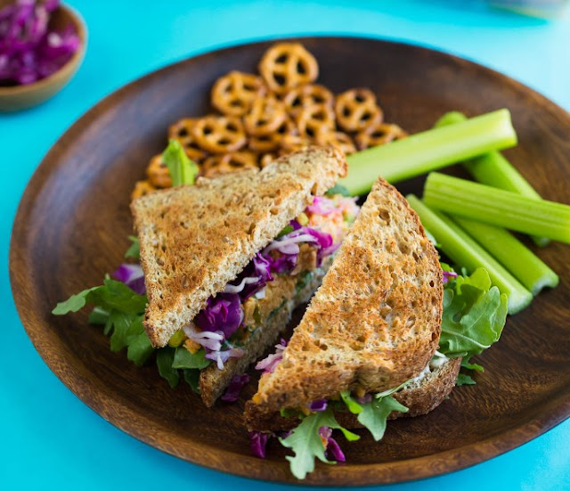 VEGAN BUFFALO CHICKPEA SANDWICH #vegetarian #lunch