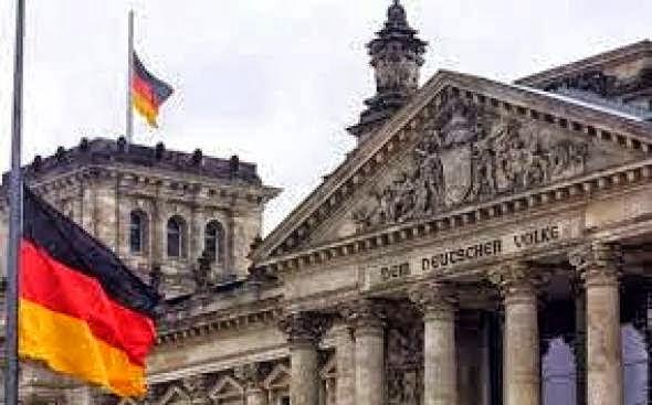 4 Πτωχεύσεις έχουν κάνει οι Γερμανοί και εξαπάτησαν τους δανειστές τους. Εμείς γιατί να πληρώνουμε;