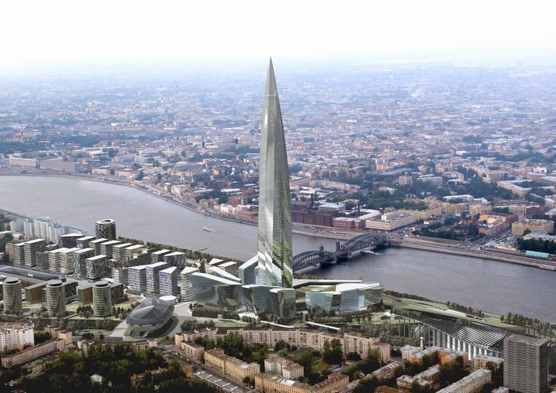 街にある多くの堤防はあまり高くなく、お互いに整然とならんでいる建物は横線を作ります。 ペテルブルグに高層ビルが建てられると、街の外観の調和が乱れるとよく言