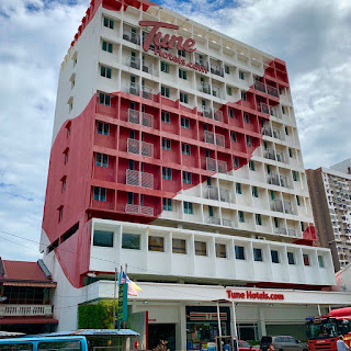 Tune Hotel Georgetown Penang red and white exterior