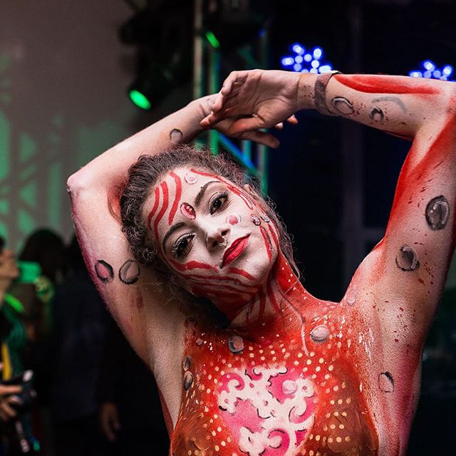 Body Painting ao vivo em evento de ativação de marca Campari Red Experience, Salvador BA.