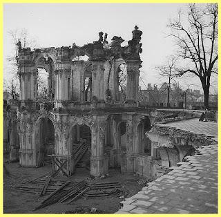 Zwinger en ruinas tras la Segunda Guerra Mundial