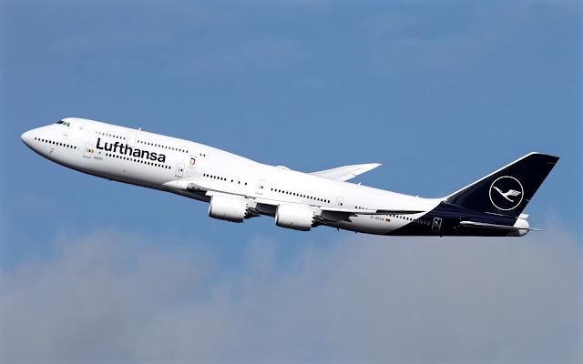 boeing 747-8 lufthansa darken blue livery