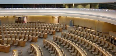 Liên hiệp quốc, tòa án quốc tế … đôi khi cũng giống bù nhìn