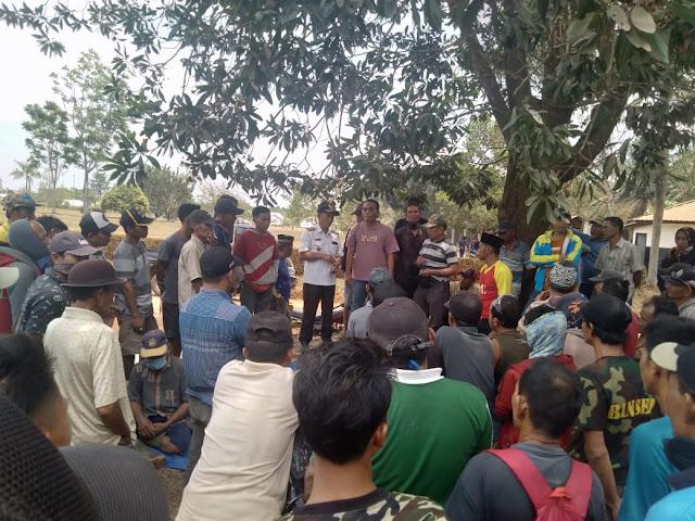 Hari Kedua Masyarakat Desa Bina Karya Duduki Lahan Sengketa