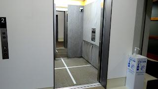 K1号館のエレベータ内
