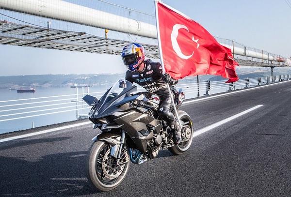 Kawasaki Ninja H2R récord 400 km/h