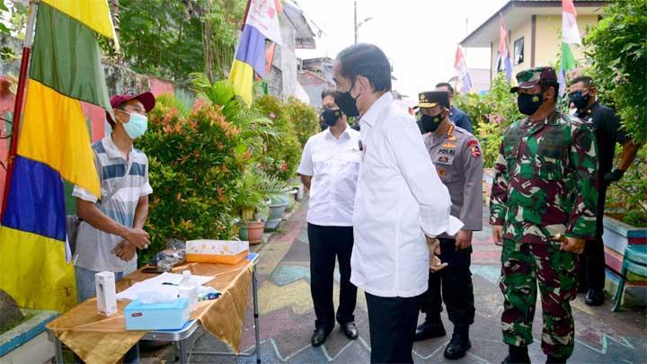 Jokowi Bagikan Obat & Sembako ke Warga, Epidemiolog: Biar Kelihatan Peduli Saja, Padahal Gagal Tangani Pandemi