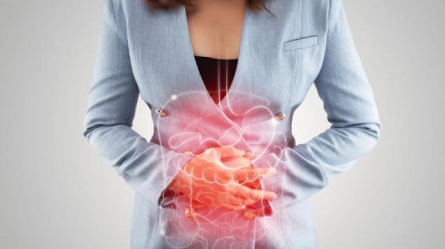 Kod gastritisa ili čira, bol se javlja u gornjem dijelu trbuha