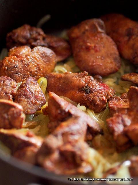 watrobka drobiowa smazona i duszona z cebula, podroby, watrobka z kurczaka, watroba, delikatna watrobeczka
