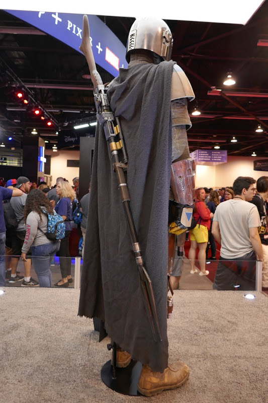 Mandalorian costume back