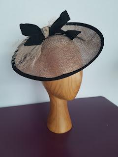 """Modèle """"Angèle"""" rose nude et noir chapeau de cérémonie"""