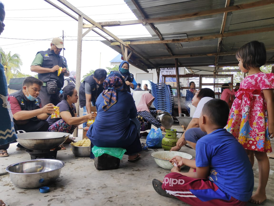 SDM PKH Jadi Relawan Membantu Warga Yang Terdampak Banjir Di Kota Tebing Tinggi