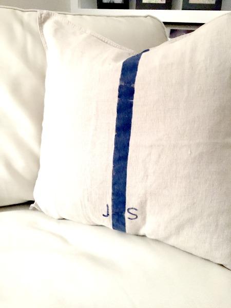 How to DIY Grain Sack Pillow Covers www.homeroad.net