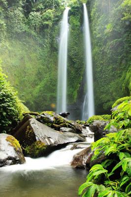 Pulau Lombok tidak hanya populer akan pantainya yang eksotis 5 Air Terjun Di Lombok Yang Paling Indah Dan Keren