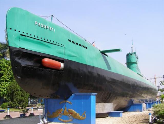 Monumen Kapal Selam