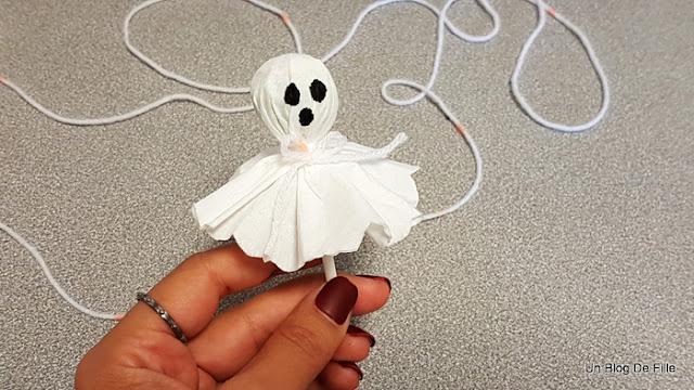 http://www.unblogdefille.fr/2019/10/diy-gourmandises-de-halloween-sucettes.html