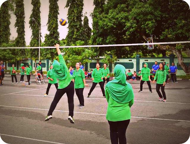 HUT Ke-15 Korem Binaiya Dimeriahkan dengan Lomba Bola Voly Putri