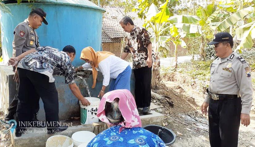 Alami Kekeringan, Warga Pakuran Dibantu Air Bersih