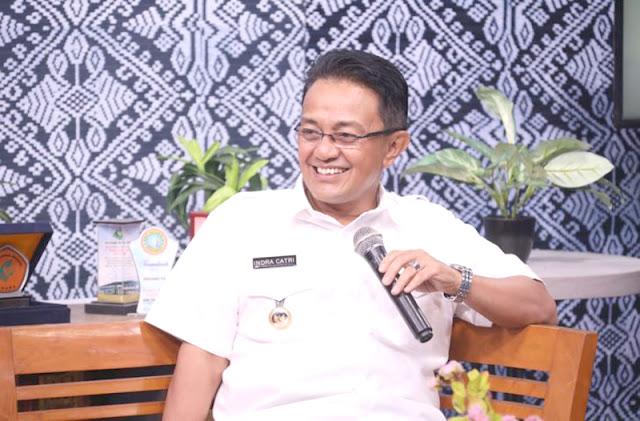 Bupati Agam, Indra Catri dalam acara talk show di PadangTV.