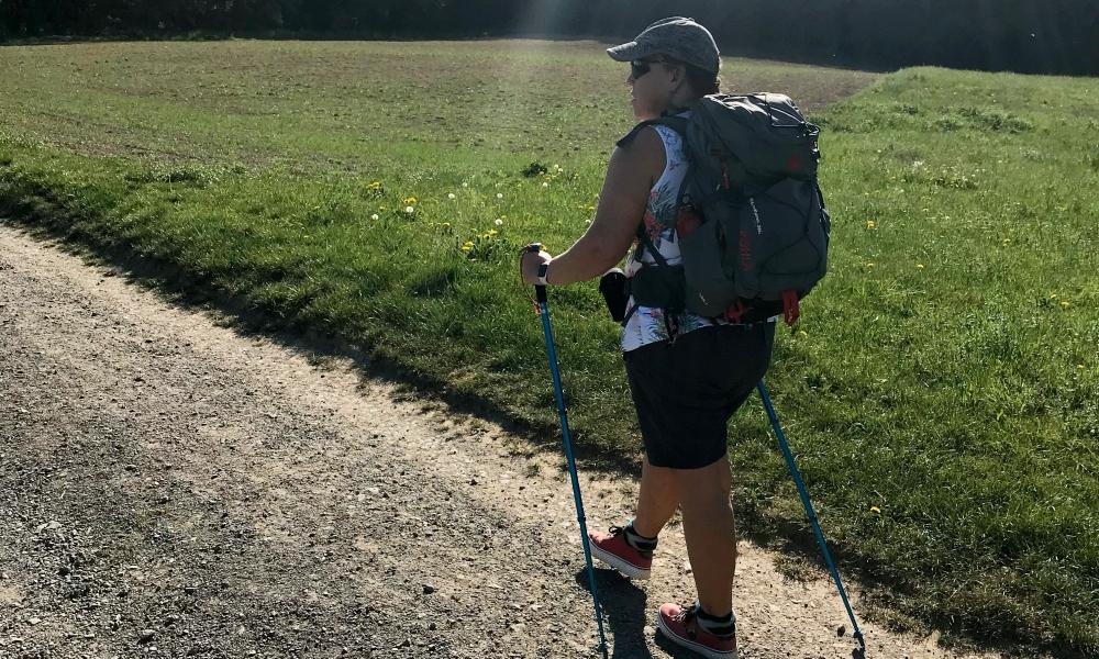Rucksack für eine Tagestour packen und beladen