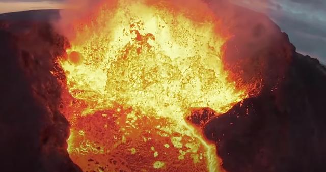 Εντυπωσιακή, «μοιραία» πτήση για drone πάνω από ηφαίστειο (βίντεο)
