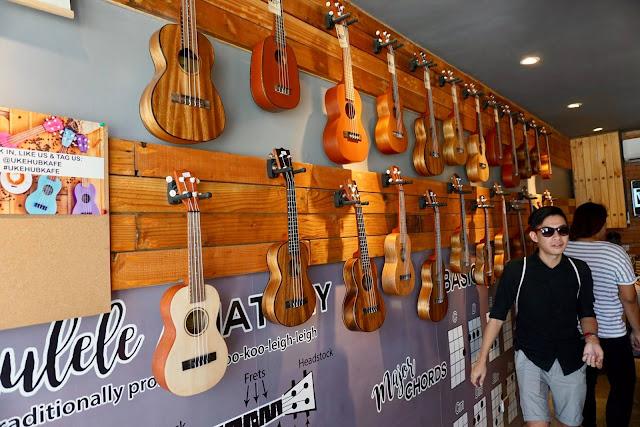 Different kinds of ukuleles inside the Ukehub Kafe