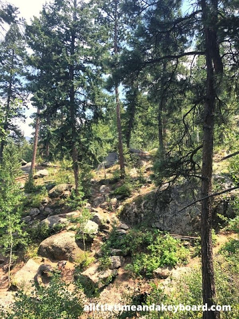 Rocky terrain on Thomas Trail in Green Mountain Falls leads to splendid waterfalls