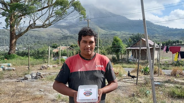 ACT Bagikan Daging Kurban ke Warga Terdampak Erupsi Sinabung