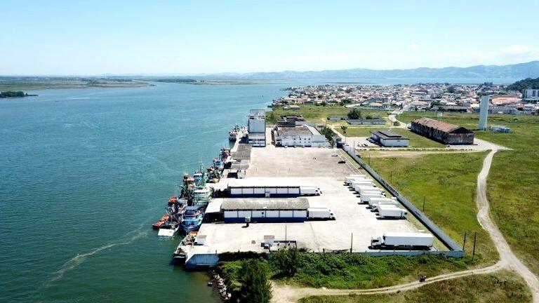 Porto de Laguna realiza licitação para dragagem de berço de atracação
