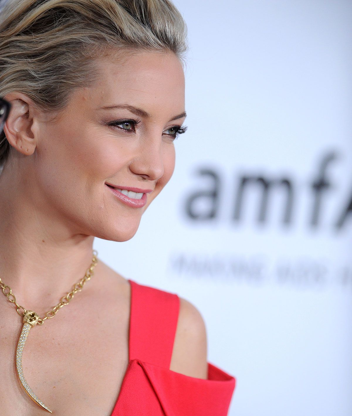 Kate Hudson Hot red dress At The 3rd Annual Amfar Inspiration Gala In Los Angeles