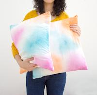 http://curlymade.blogspot.pt/2016/05/diy-watercolor-pillowcase-room-decor.html